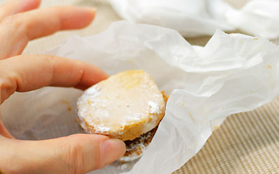 ポルボロン(ほろほろアーモンドクッキー):スペイン料理 ...